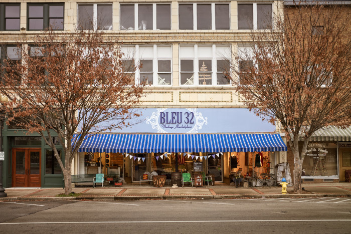 Bleu 32 - Columbia, TN